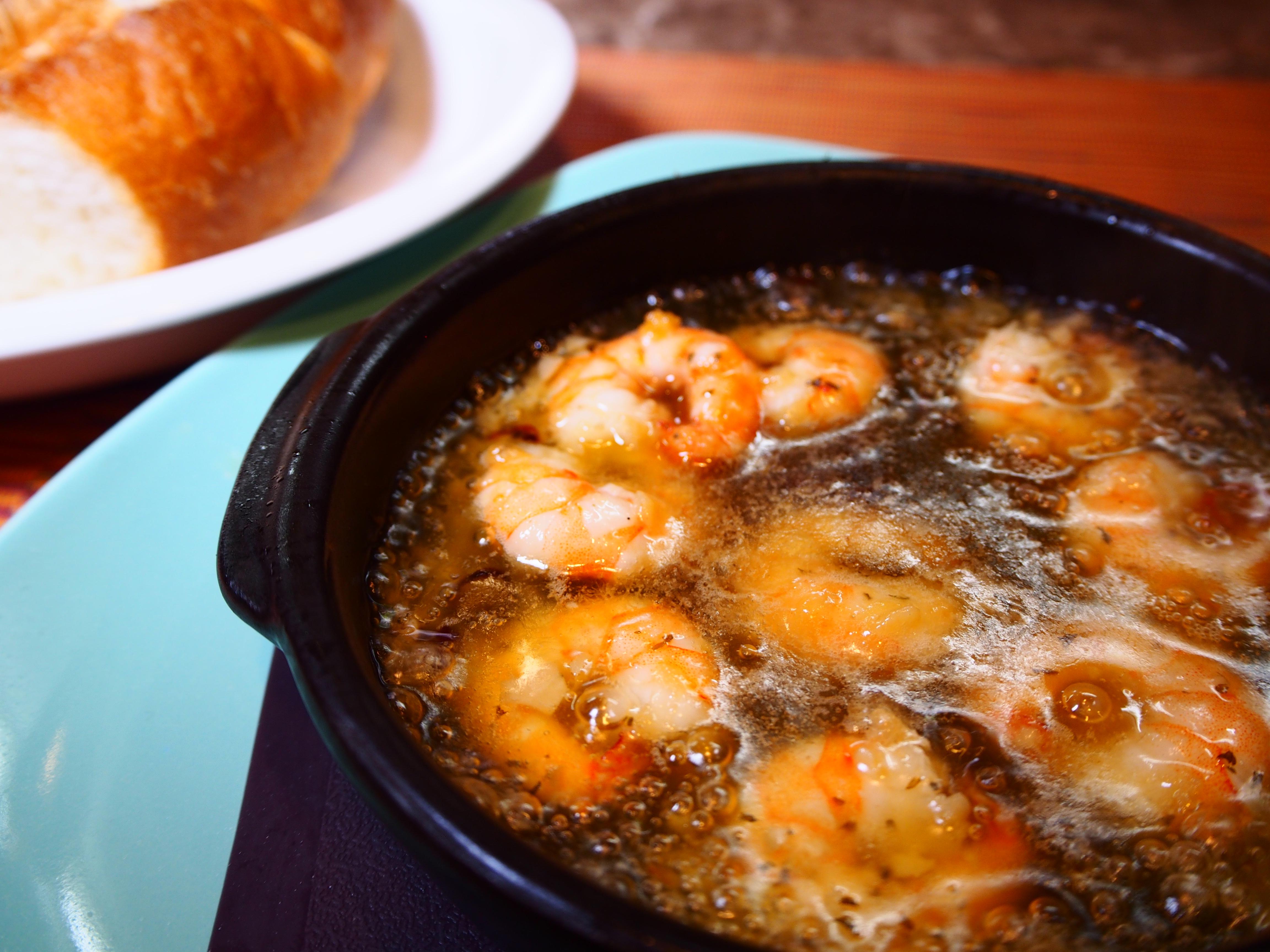 伝統のスペイン料理 トレスデヴィ アヒージョ